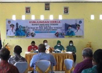 Kunjungi Leibar Bupati Abua Serahkan Paket Bantuan Pemberdayaan