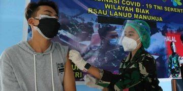 Aparat Gencar Lakukan Serbuan Vaksinasi ke Warga Biak