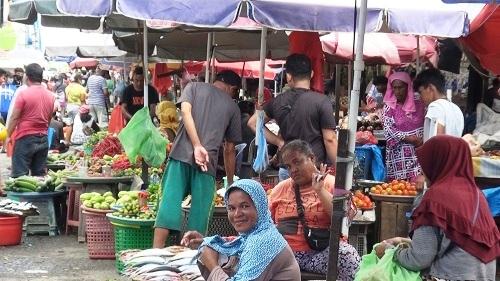 Harga Ayam dan Ikan Kembali Melambung di Pasar Mardika