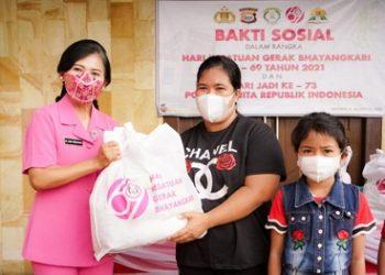 Polda Malut Salurkan Bansos Serta Vaksinasi Bagi 12 Jemaat Kristen di Kota Ternate