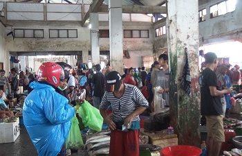 Harga Ikan Segar di Pasar Arumbai Mardika Kembali Melambung